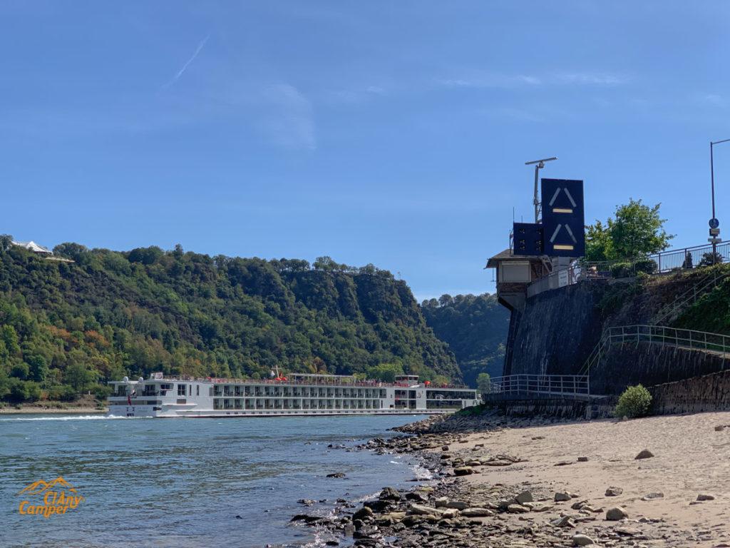 An Vater Rhein rumliegen